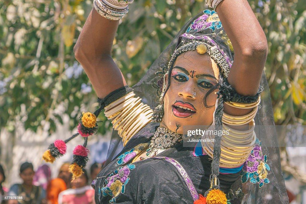 Apaixonada dança indiana : Foto de stock