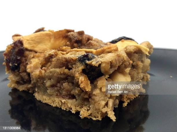 passover apple cake slice - rafael ben ari - fotografias e filmes do acervo