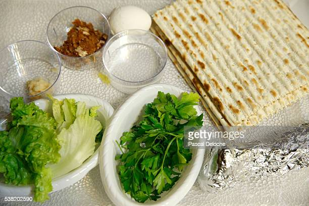 passover seder plate and matzoh bread. - passover seder plate stock pictures, royalty-free photos & images