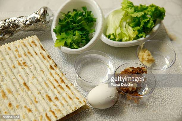 passover seder plate and matzoh bread. - happy passover stock pictures, royalty-free photos & images