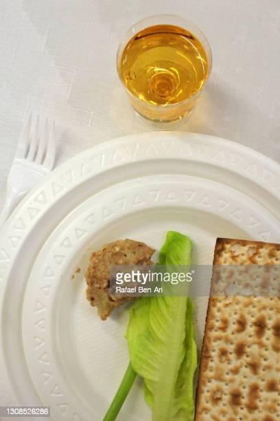 passover seder plate  dish dinner - rafael ben ari stockfoto's en -beelden