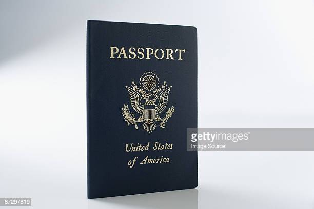 a passport - passeport photos et images de collection