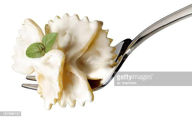 Pâtes sauce à la crème et au basilic