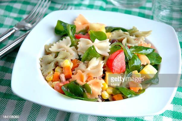 pasta freca - insalata verde foto e immagini stock