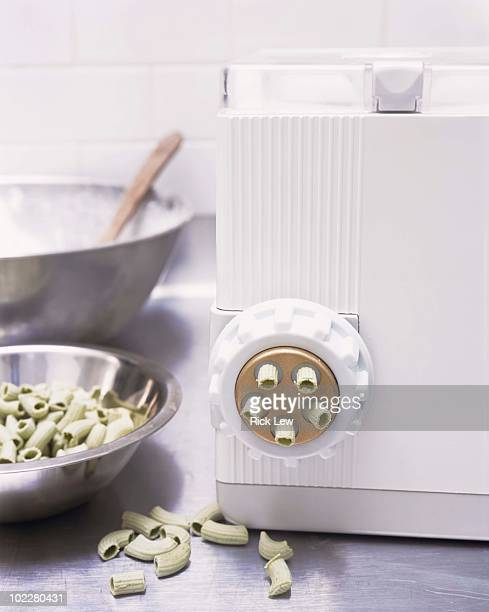 Pasta machine with pasta