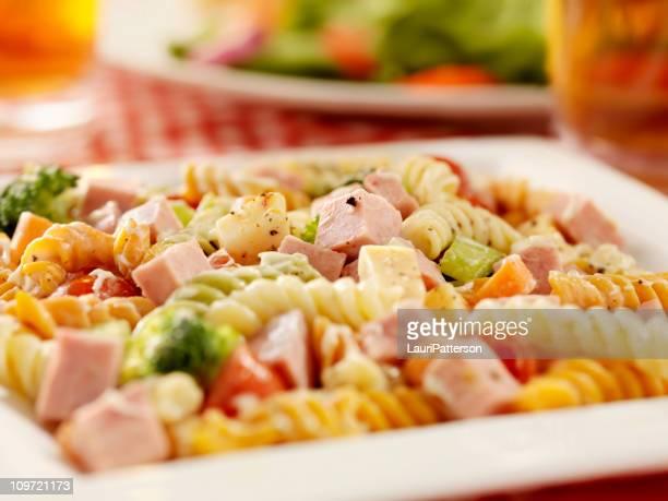 Ensalada de Pasta con jamón y verduras frescas