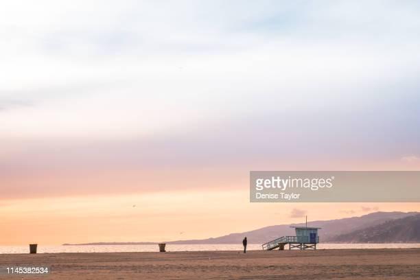 pastel beach at sunset - サンタモニカ ストックフォトと画像