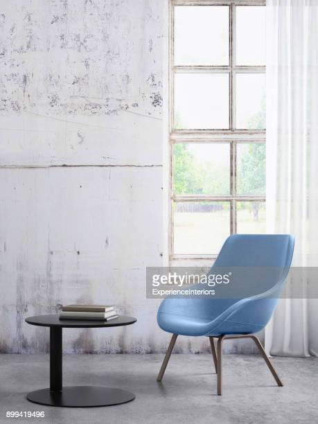Pastell farbigen Sessel mit Couchtisch, Fenster und leere Wandschablone