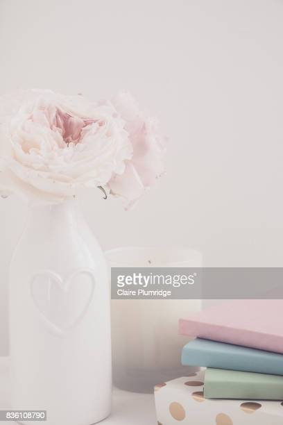 pastel - styled desktop scene - claire plumridge stock pictures, royalty-free photos & images