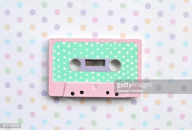 pastels and polka dots - opslagmedia voor analoge audio stockfoto's en -beelden