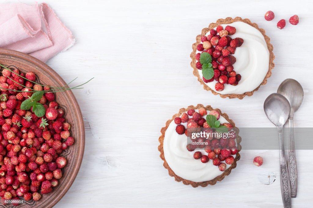 Pastels. Wild strawberry mini tarts : Stock Photo