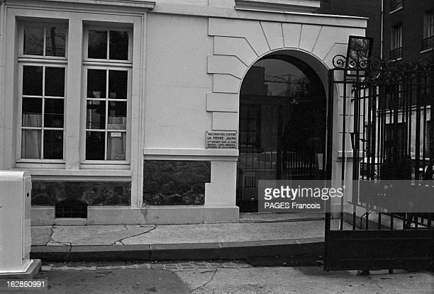 Pasteur Institute En novembre 1965 L'INSTITUT PASTEUR centre de recherche et d'enseignement siégeant à Paris au 25 au 28 rue du Docteur Roux se...