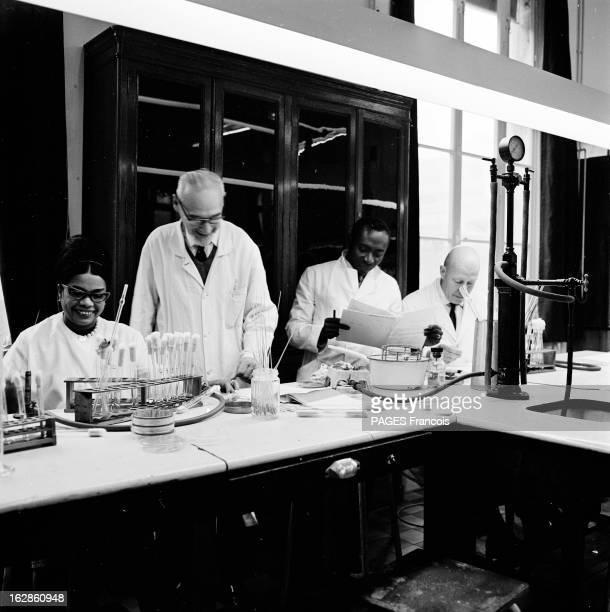 Pasteur Institute Le 10 octobre 1965 à Paris rue du Docteur Roux L'INSTITUT PASTEUR est spécialisé dans la recherche en biologie dans l'élaboration...