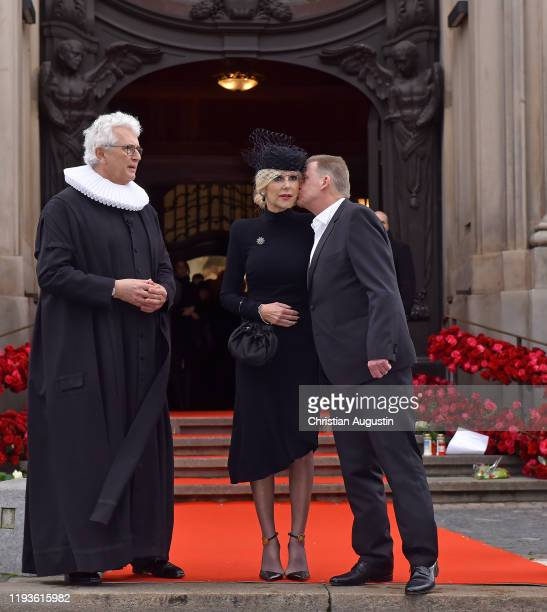 Pastor Alexander Roeder Marion Fedder and Joerg Pawlik during the memorial service for Jan Fedder at Hamburger Michel on January 14 2020 in Hamburg...