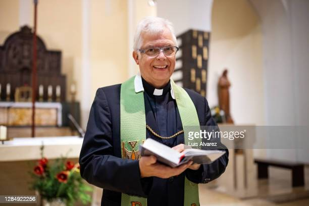 pastor conducting congregation ceremony - pastor stock pictures, royalty-free photos & images