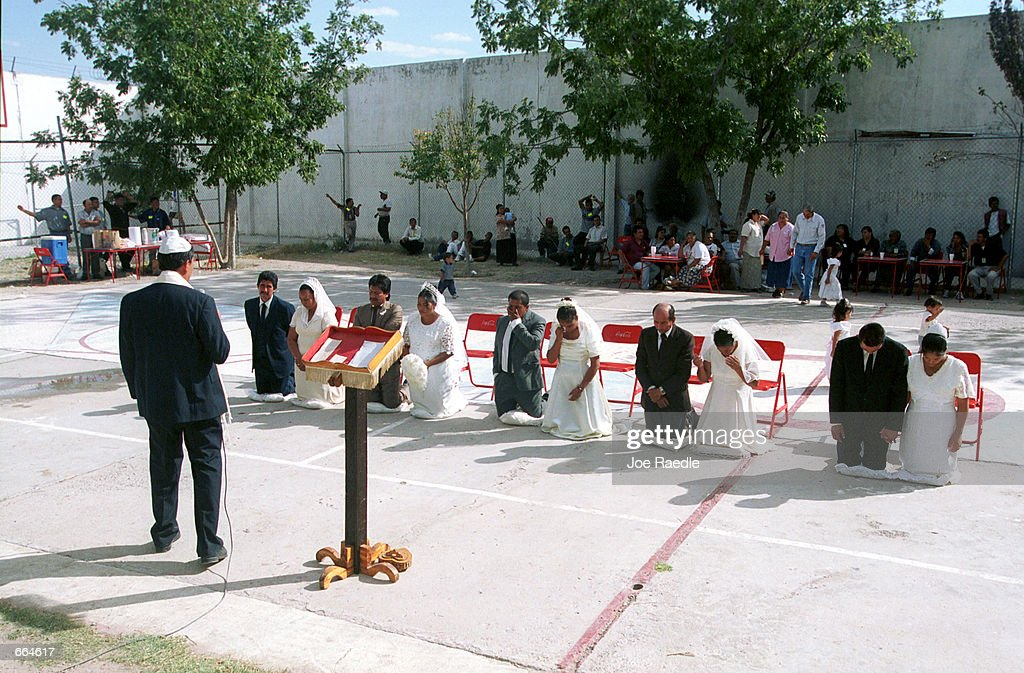 Pastor Victor Toro Gomez performs a wedding ceremony at a prison October 2, 2000 in Ciudad Juarez, Mexico. Mexican law allows for inmates to marry inside prison walls. 5 couples, one current inmate and four former inmates were married by their church pastor. (Photo by Joe Raedle/Newsmakers) TO