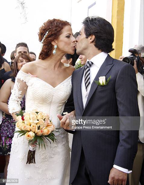 Pastora Soler and Francis Vinolo are married on October 17 2009 in Seville Spain