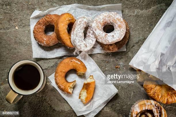 doces para café da manhã - donuts - fotografias e filmes do acervo