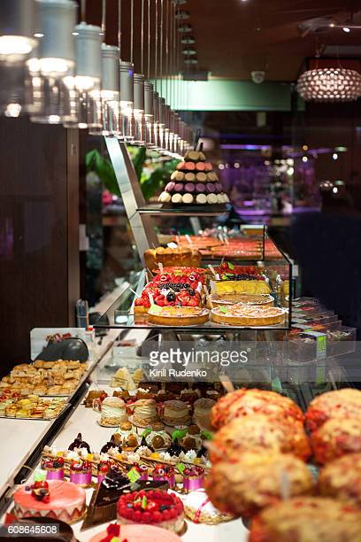 pastry and cakes in a shop window in lyon, france - auvergne rhône alpes stock pictures, royalty-free photos & images