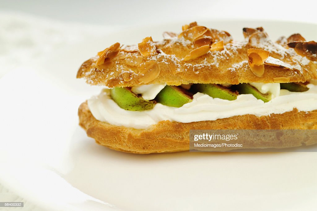 Pastry with whipped cream and fruit, close-up : Stock Photo
