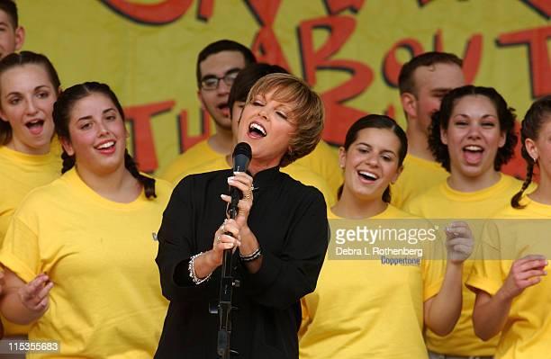 Pat Benatar and the Lindenhurst NY High School Choir