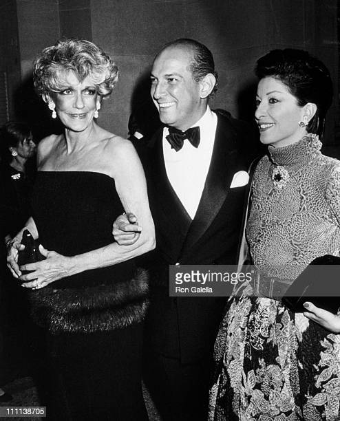 Pat Buckley Oscar de la Renta and Mercedes Kellogg attend Council of Fashion Designers of America Dinner With DV Gala on December 7 1987 at the...