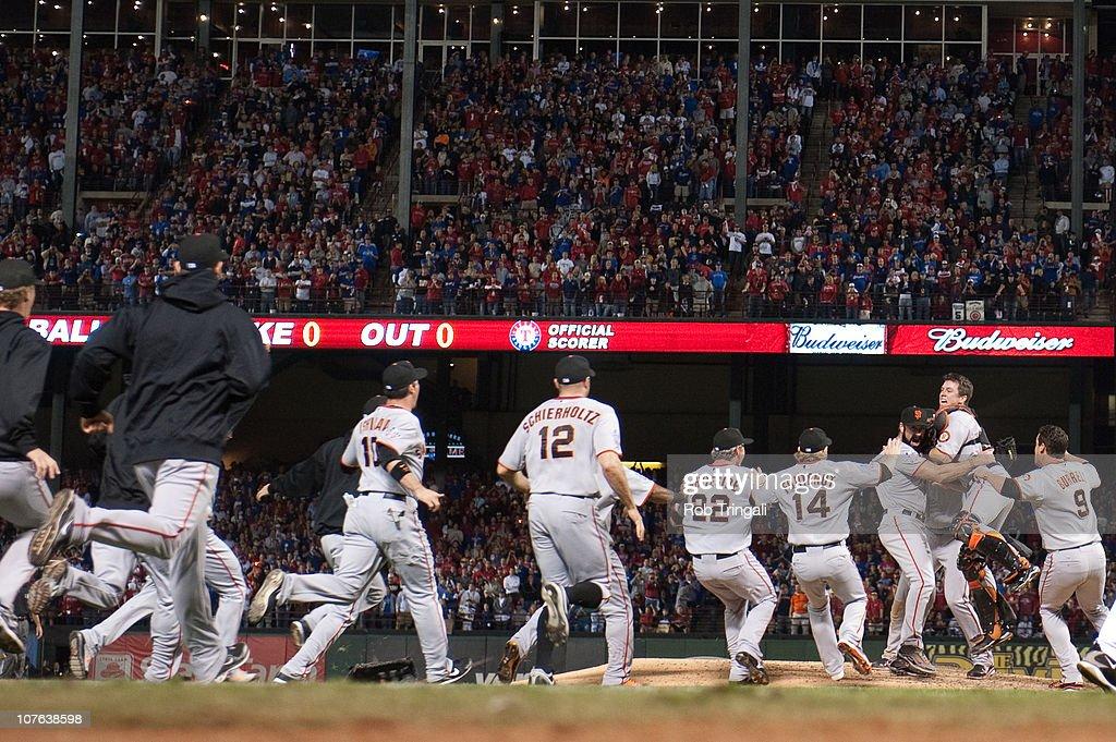 San Francisco Giants v Texas Rangers, Game 5 : Foto di attualità
