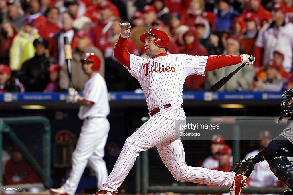Pat Burrell of the Philadelphia Phillies hits a double off o : News Photo