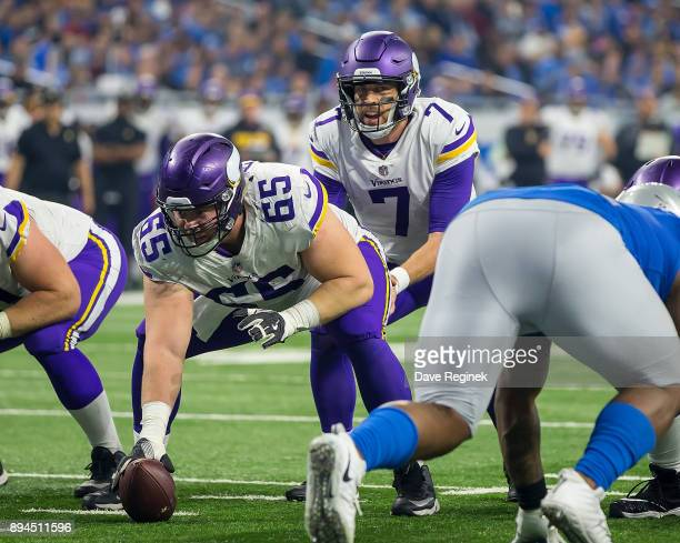 Pat Elflein of the Minnesota Vikings gets ready to snap the football to Case Keenum during an NFL game against the Detroit Lions at Ford Field on...
