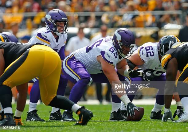 Pat Elflein of the Minnesota Vikings snaps to Case Keenum of the Minnesota Vikings against the Pittsburgh Steelers on September 17 2017 at Heinz...