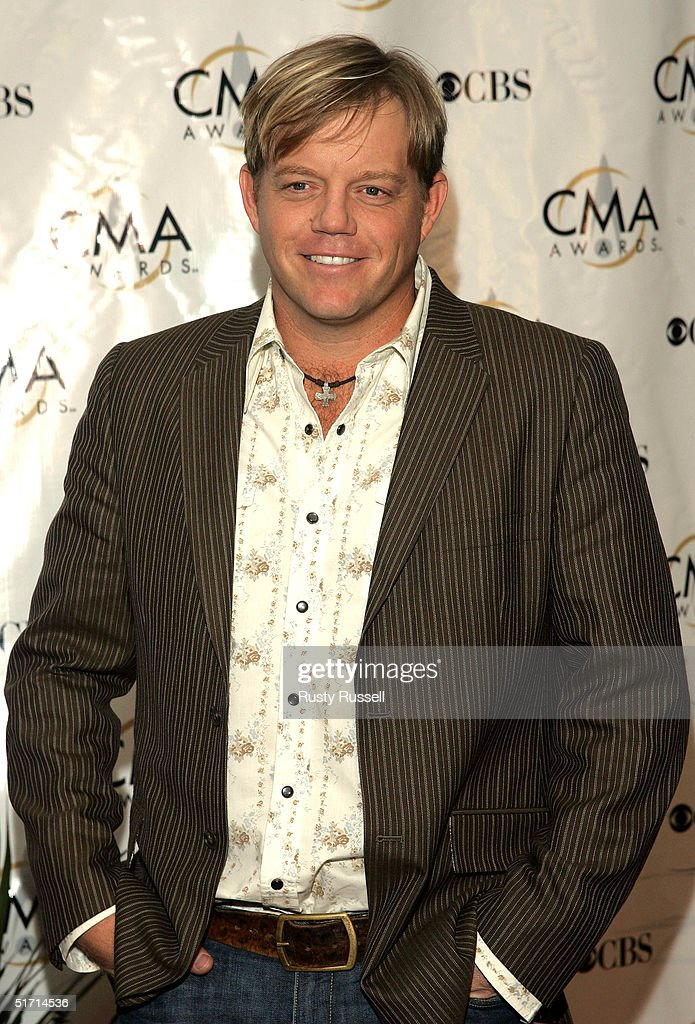Pat Green arrives at the 38th Annual CMA Awards at the Grand Ole Opry House November 9, 2004 in Nashville, Tennessee.