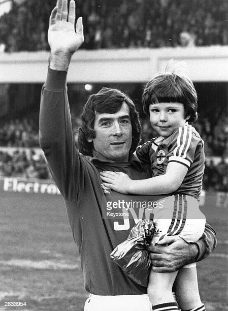 Pat Jennings one of the most popular goalkeepers of all time with his son Pat Junior at Highbury before his testimonial match against Spurs He...