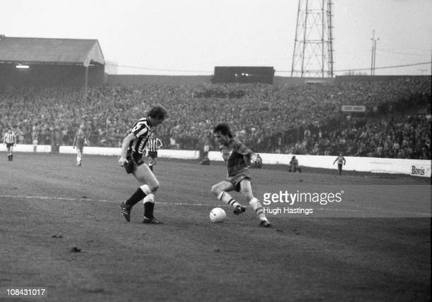 Pat Nevin of Chelsea runs with the ball during the Canon League Division 2 match between Chelsea and Newcastle United held on November 12 1983 at...