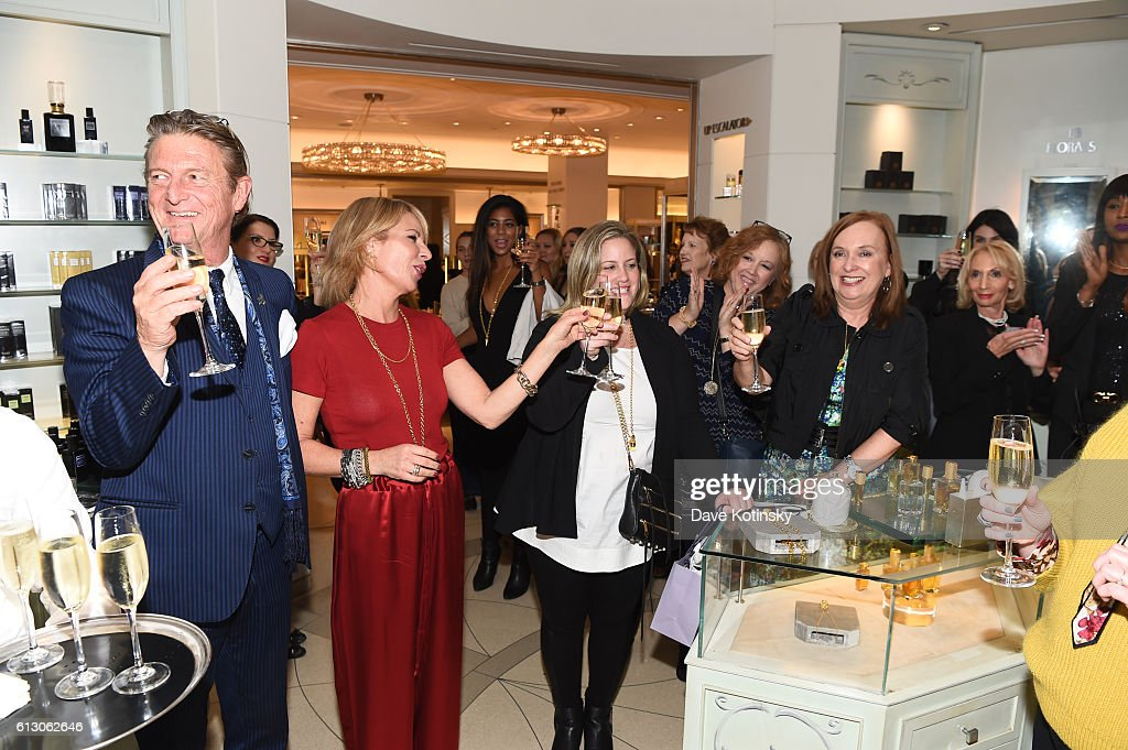 Helena Christensen & Elizabeth Gaynes Launch Their Niche Fragrance Line - strangelove nyc - At VIP Luncheon in Bergdorf Goodman : Nachrichtenfoto