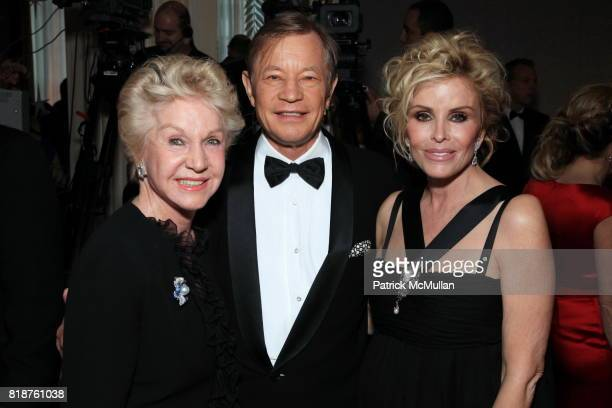 Pat York Michael York and Pamela Hoefflin attend Carnegie Hall Medal of Excellence Gala Honoring HENRY T SEGERSTROM at WaldorfAstoria on June 7 2010...