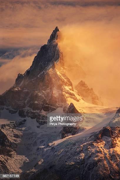 patagonia mountain - patagonische anden stock-fotos und bilder