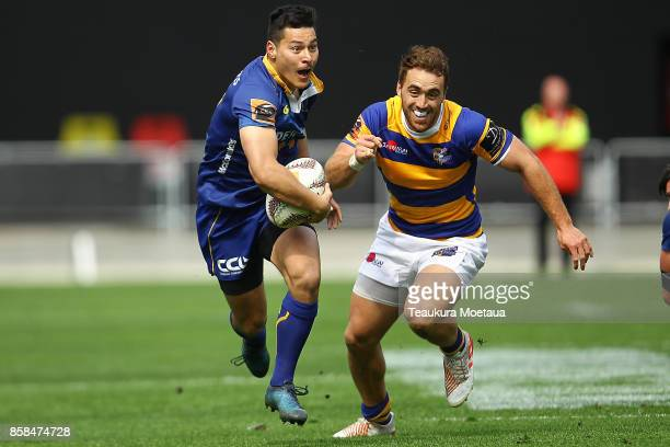 Patelesio Tomkinson of Otago makes a break during the round eight Mitre 10 cup match between Otago and Bay of Plenty at Forsyth Barr Stadium on...