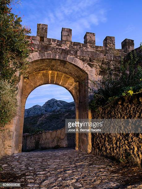 Path of stone  medieval close to an arch of architecture medieval castle that is a door of entry to a people ancient