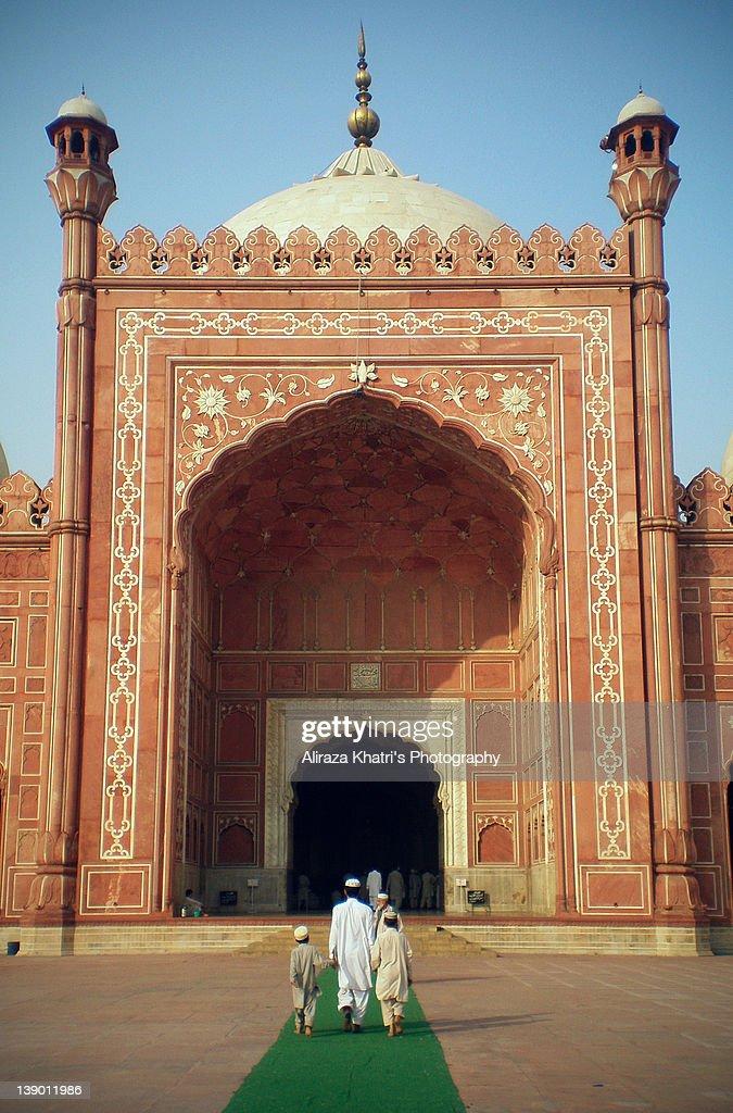 Path to Badshahi Masjid : Stock Photo