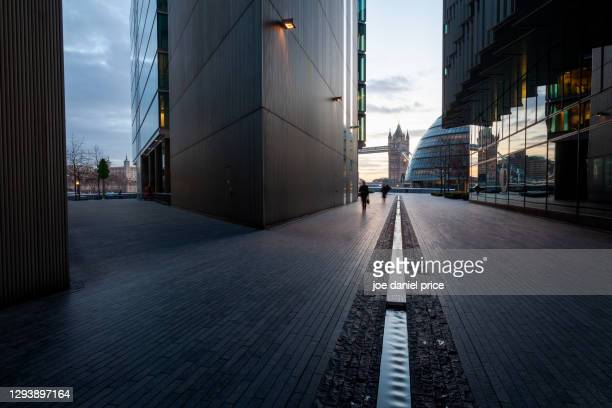 path to tower bridge and tower of london, sunrise, london, england - dawn stock pictures, royalty-free photos & images