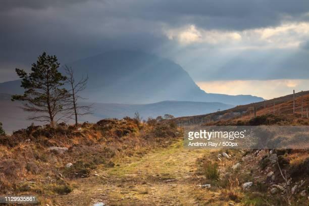 path towards ben hope - hope imagens e fotografias de stock