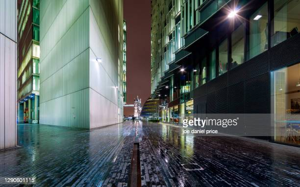pathway to tower bridge, london, england - night stock pictures, royalty-free photos & images