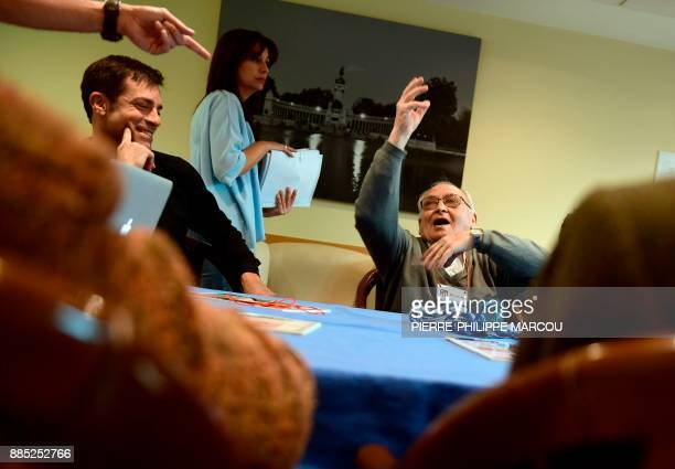 A patient affected by Alzheimer's disease gestures as he attends a special therapeutic session in Madrid on November 28 2017 / AFP PHOTO /...