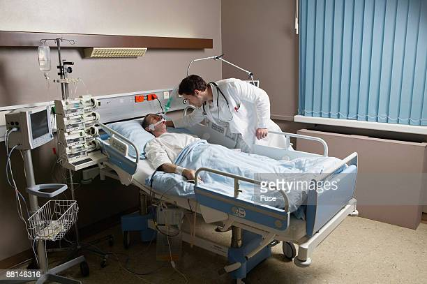 patient in hospital bed using breathing apparatus - patient on ventilator stock pictures, royalty-free photos & images