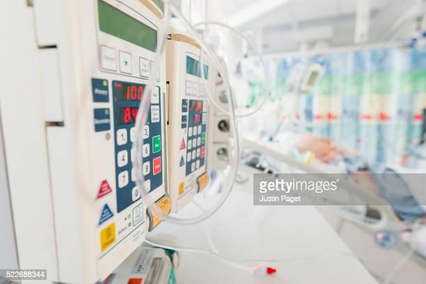 patient in intensive care unit - ノックアウト ストックフォトと画像