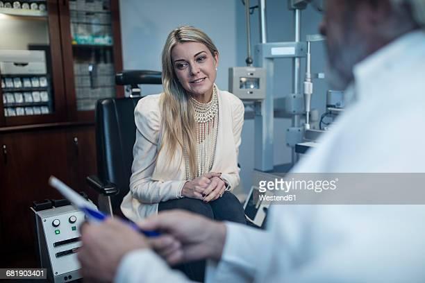 Patient listening to ophtalmologist