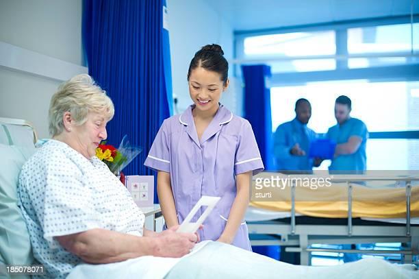 patient talks to nurse