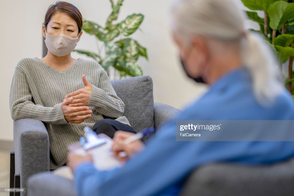 Patient wearing a mask during therapy session : Stock Photo