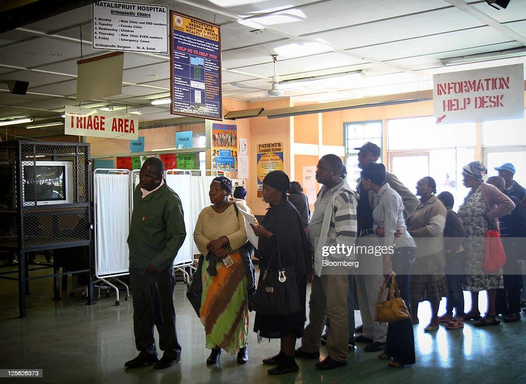 asia ti patients queue - 1024×748