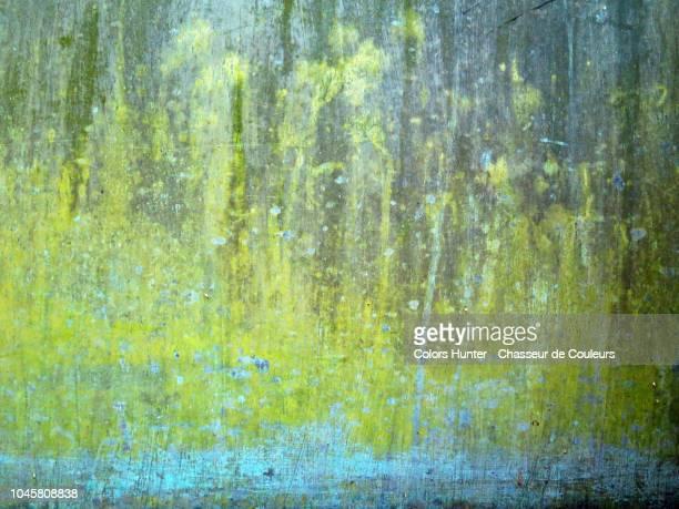 patinated metal with bright colors - rust colored fotografías e imágenes de stock